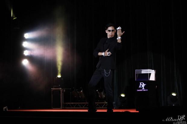 就是這個經典動作!讓日本魔術師為之瘋狂!